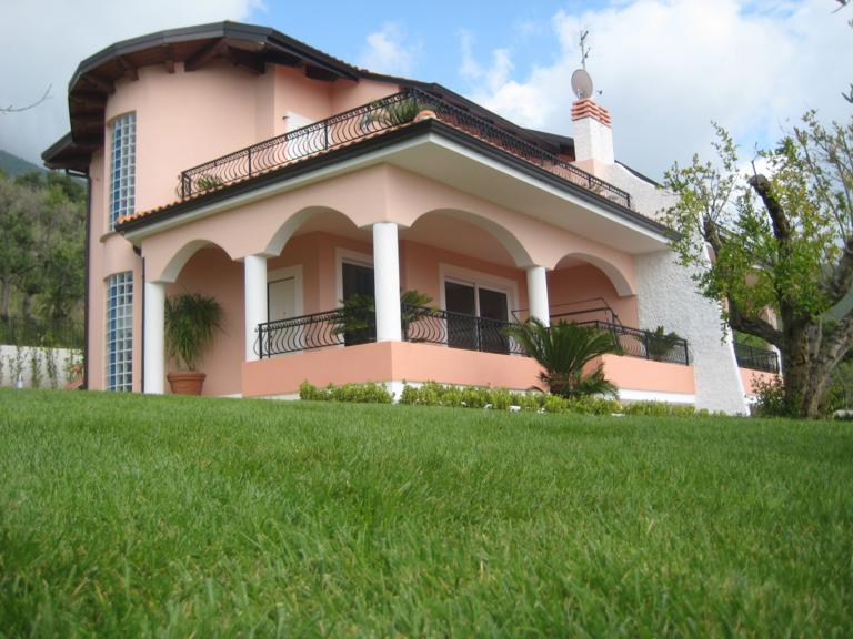 Casa indipendente in vendita a praia a mare dimensione - Immagini di villette con giardino ...